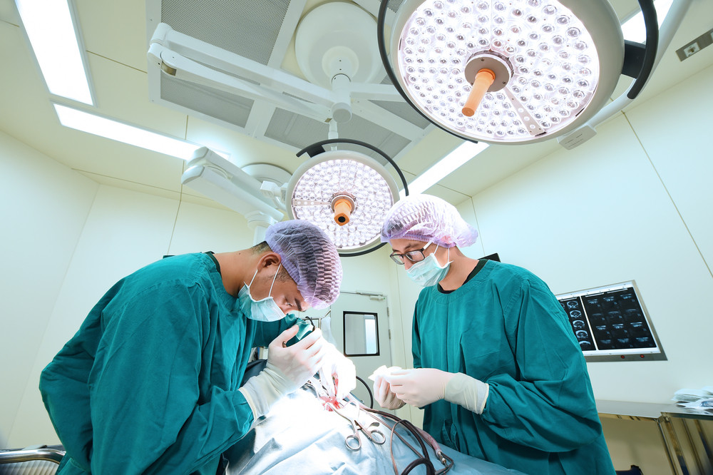 How Cosmetic Surgeons and Plastic Surgeons are Different and Why It's Important